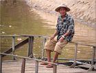 der Mann am Fluss