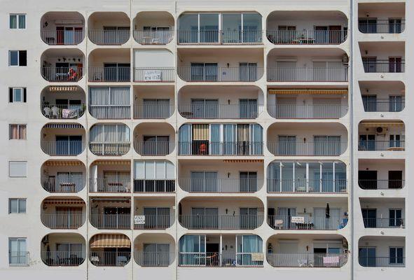 der Mann auf dem Balkon