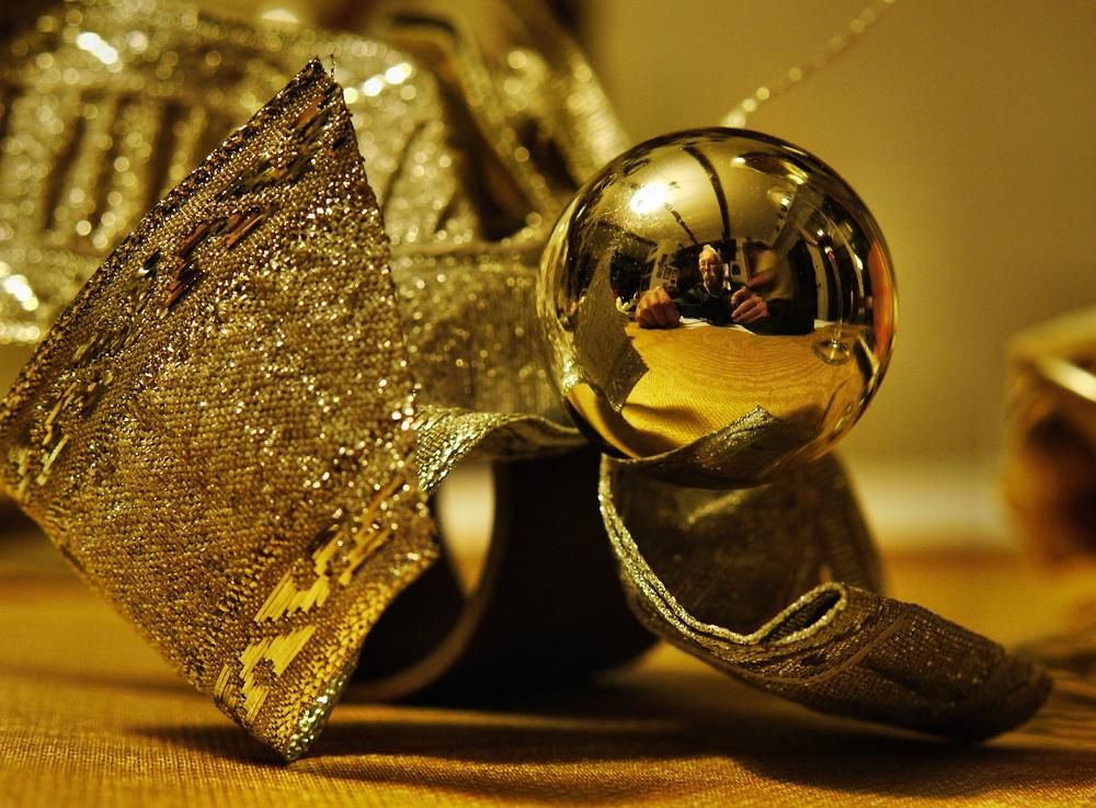 der Mann in der goldenen Kugel