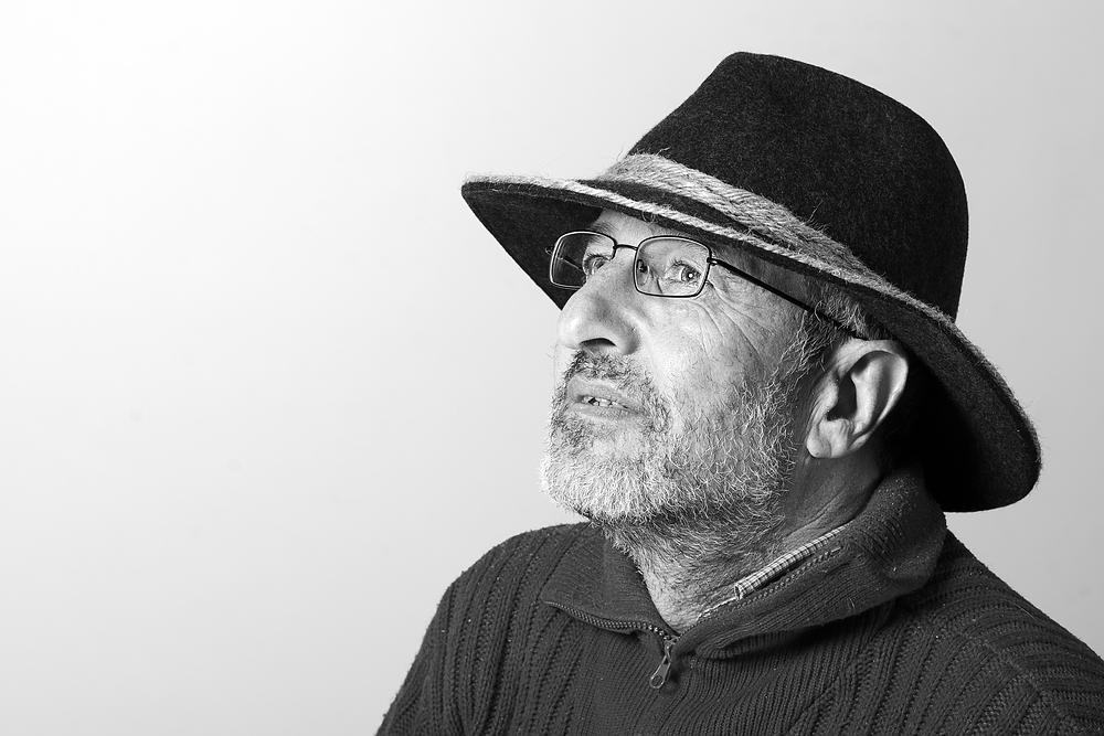 Der Mann mit Bart und Hut