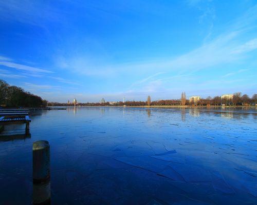 Der Maschsee von Hannover kurz vor dem Einfrieren