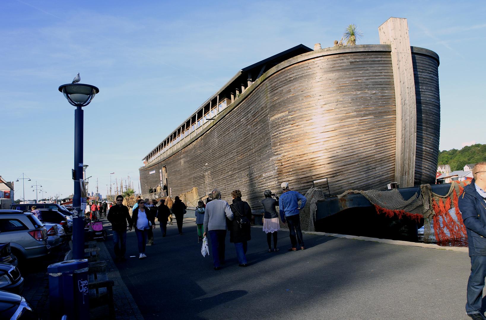 Der Meeresspiegel steigt (85cm?) Die Arche Noah liegt schon in Flensburg!