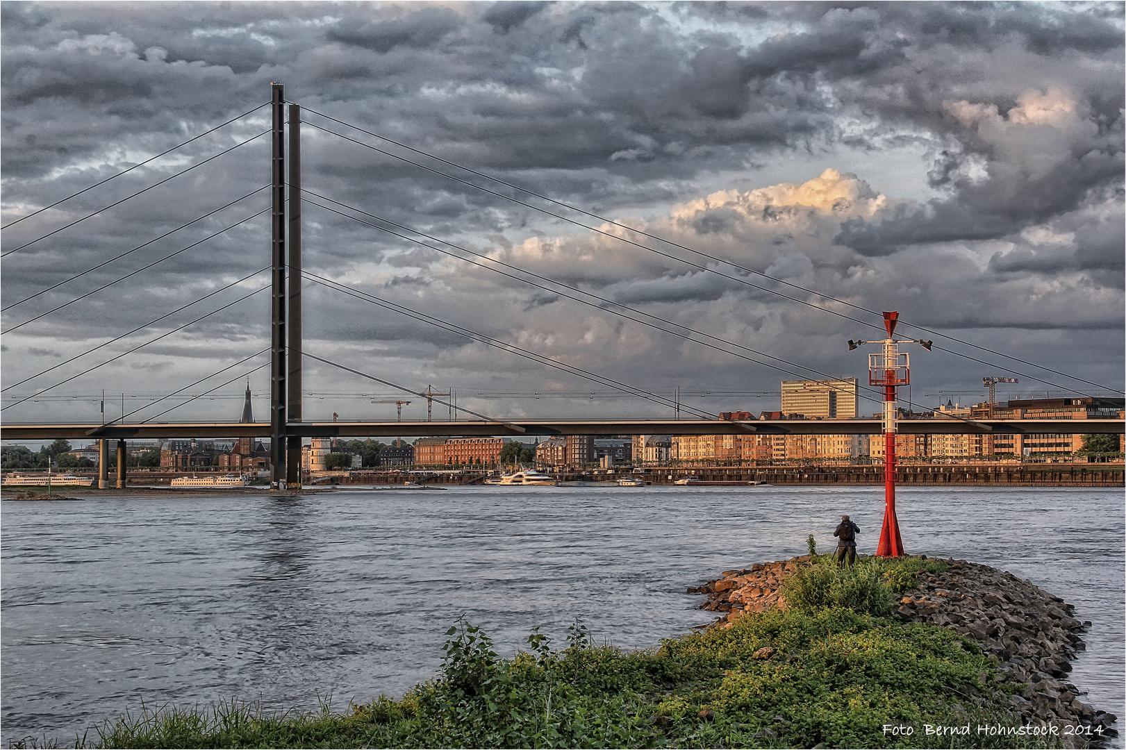 der Meister bei der Arbeit .... Rheinkniebrücke