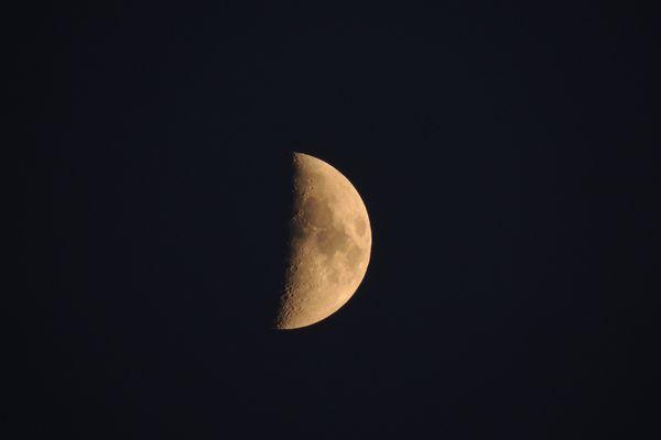 Der Mond 26.6.2012 über Hamburg
