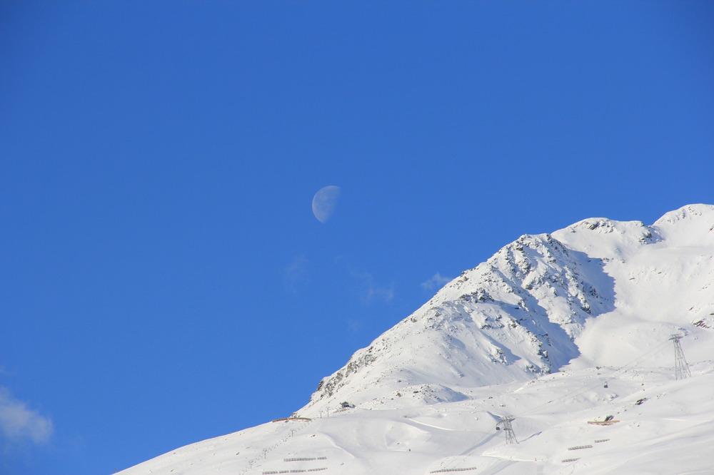 Der Mond am Gletscher