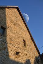 Der Mond hinterm Haus