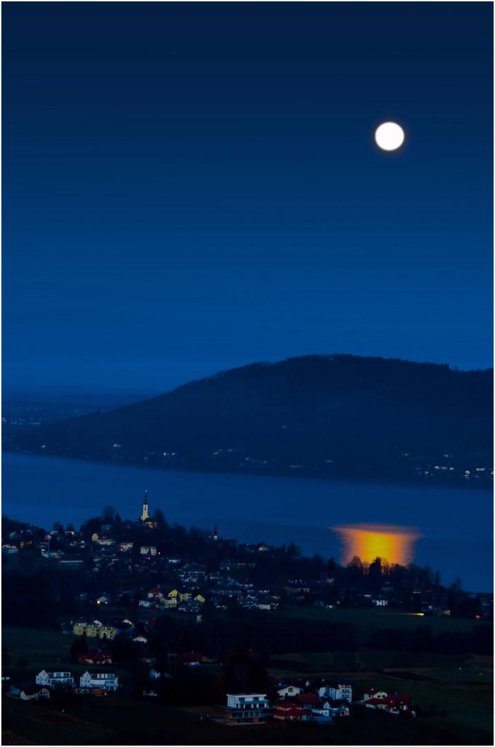 der Mond im Attersee