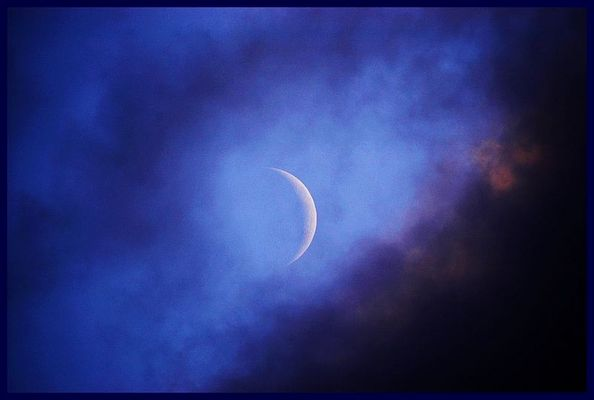 Der Mond in der Lücke