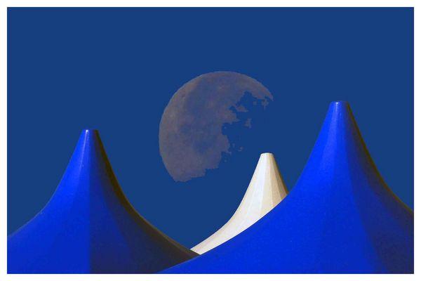 der Mond ist ..........
