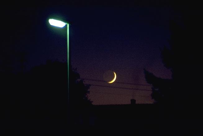 Der Mond ist aufgefädelt