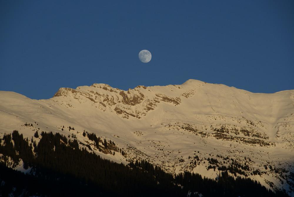 Der Mond ist aufgegangen.