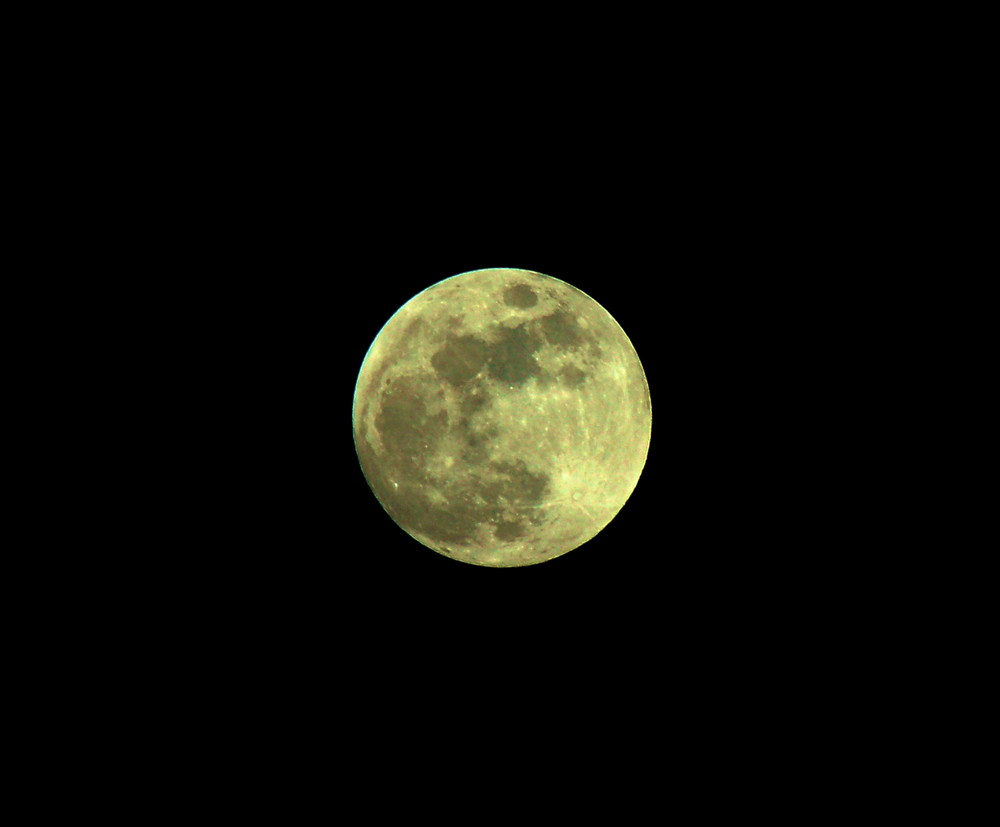 Der Mond ist nicht w..............