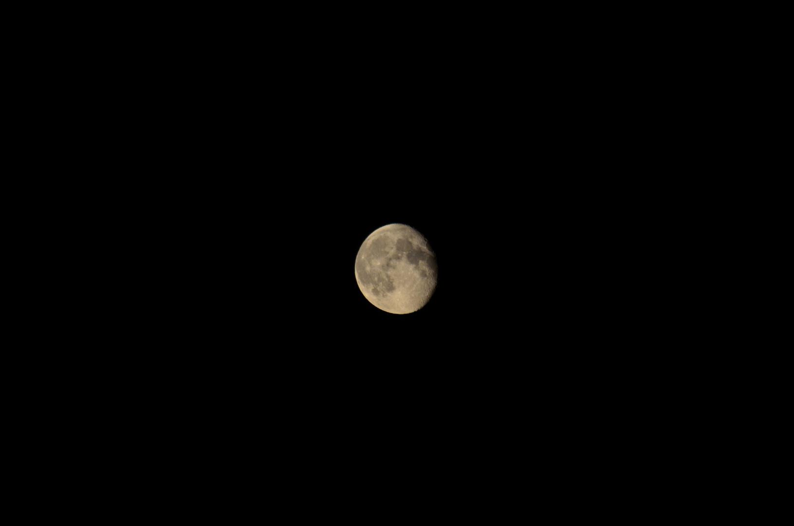 Der Mond ist rund ?