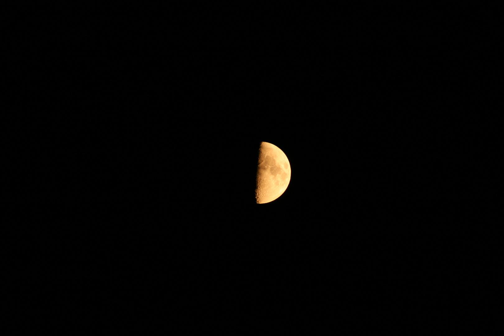 Der Mond Nachts um halb eins