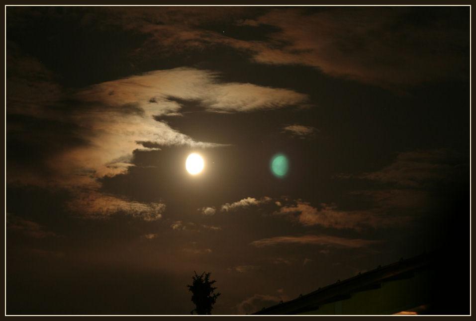 Der Mond. Nein: die Monde!