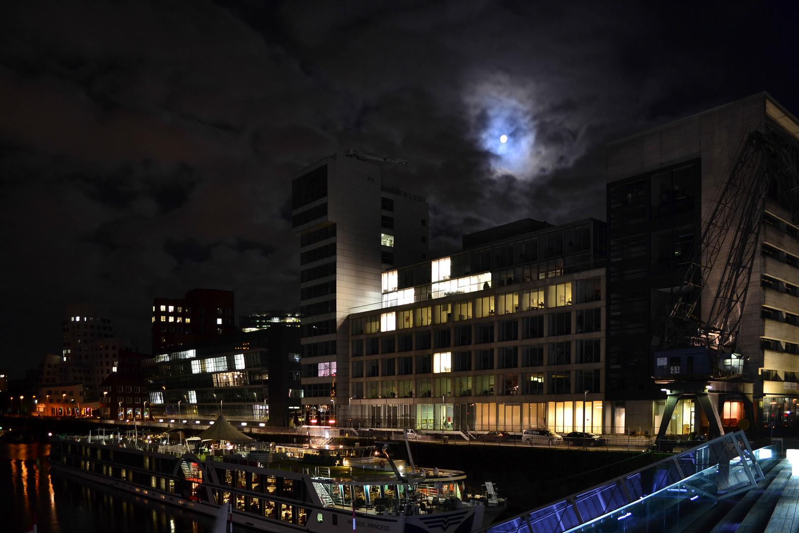 Der Mond schien helle.........