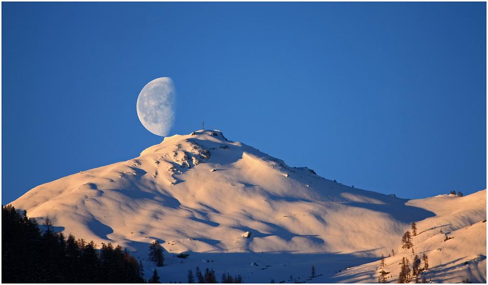Der Mond sitzt auf dem Grießenkareck