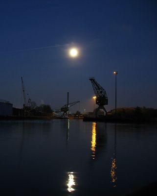 Der Mond über ....