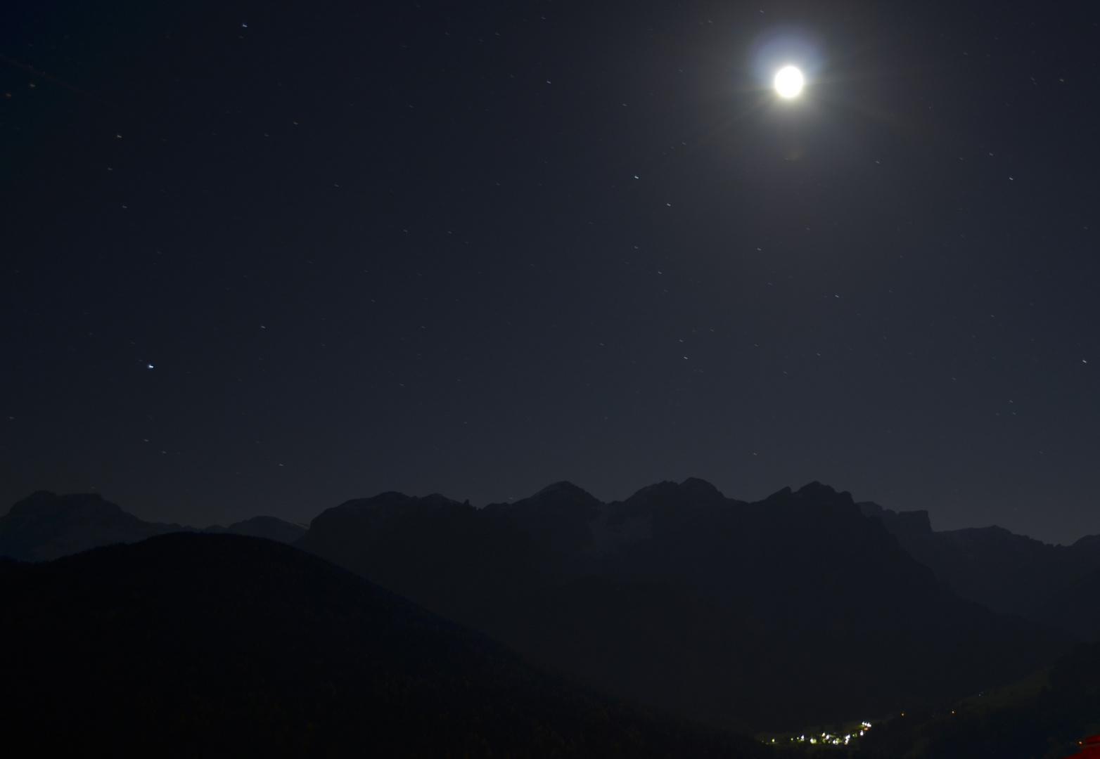 Der Mond über dem Pragser Tal