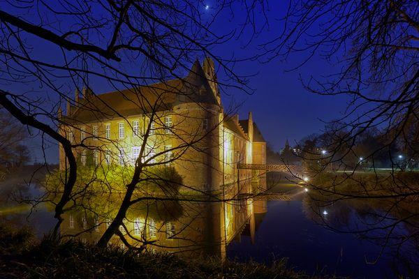 Der Mond über dem Schloss Herten