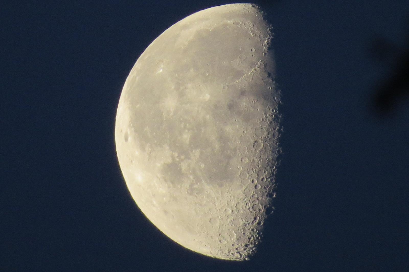 Der Mond über Kefenrod - morgens um 6 Uhr
