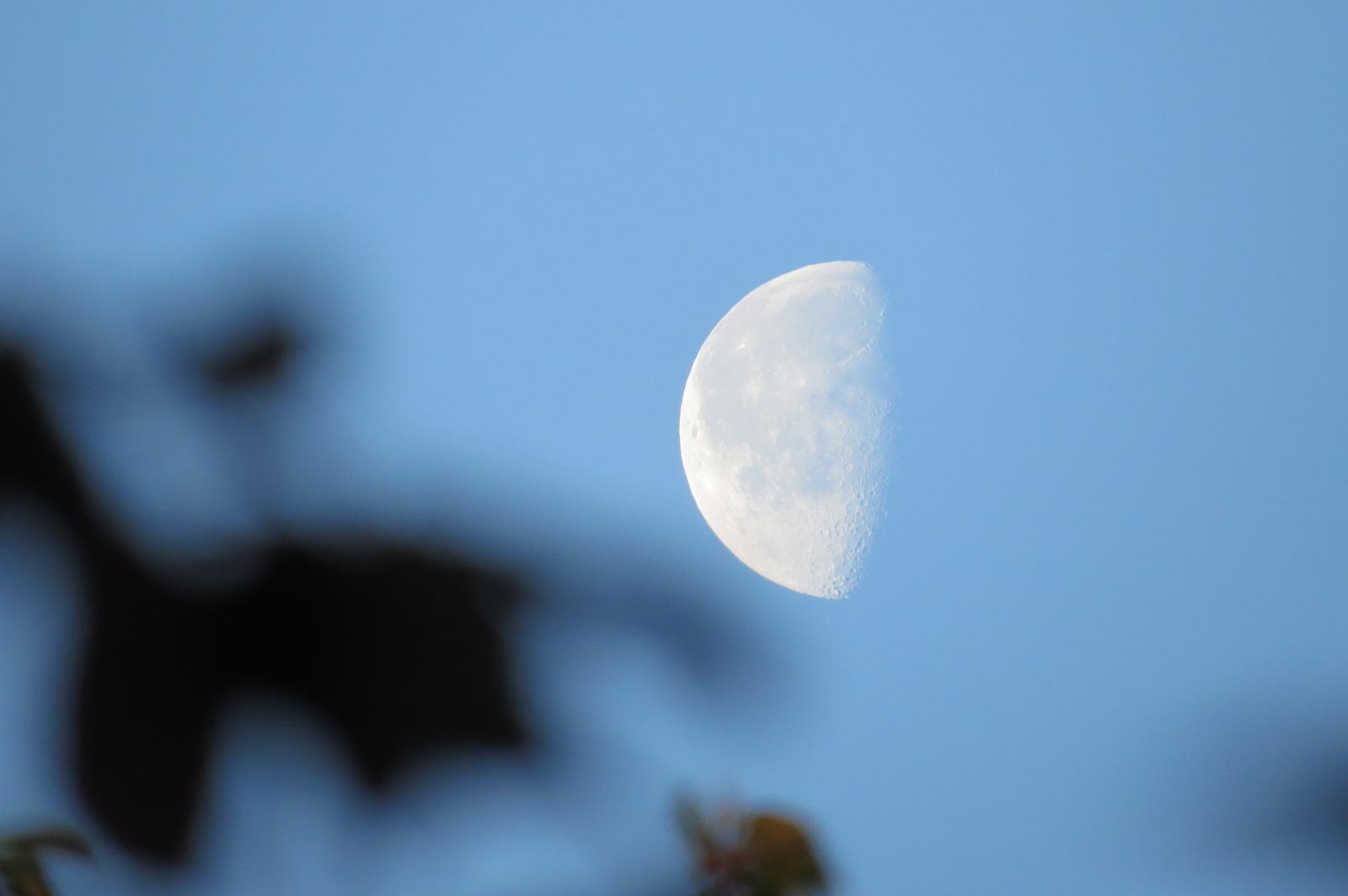 Der Mond über Kefenrod um 6:45 Uhr