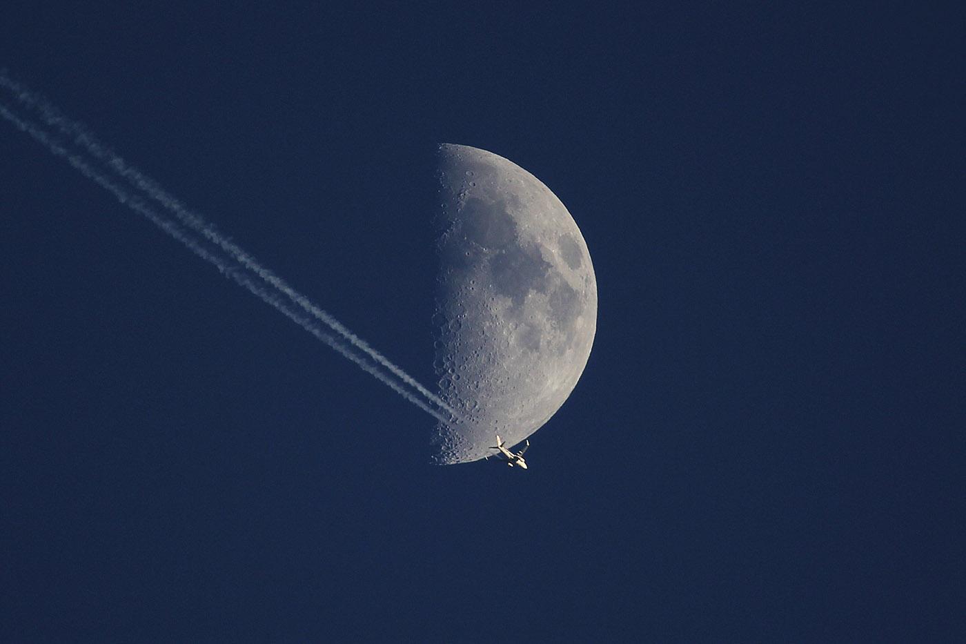 Der Mond und der Flieger