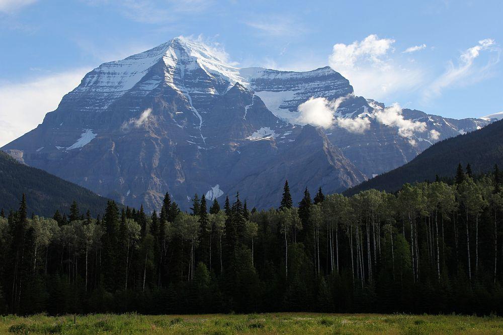 Der Mt. Robson ist mit 3.954 m Höhe eine wahrlich imposante Erscheinung...