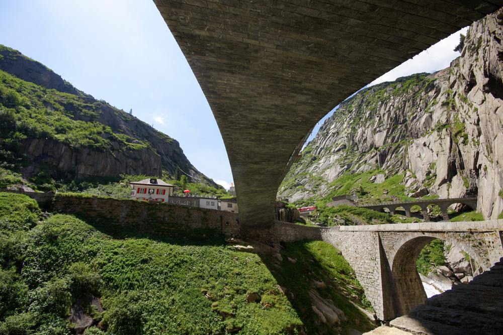 Der neue Weg über die alte Teufelsbrücke... bei Andermatt