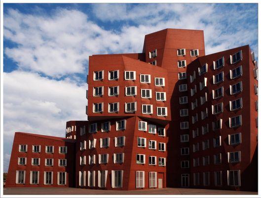 """""""Der Neue Zollhof"""" des Architekten Frank Gehry  I"""