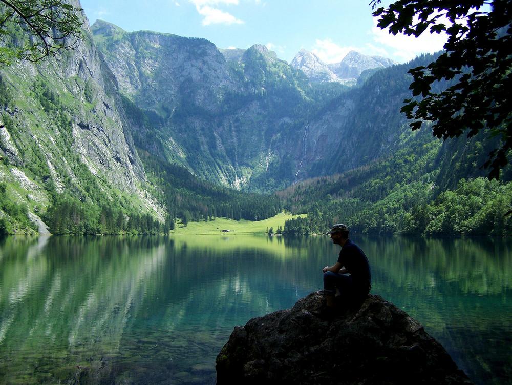 Der Obersee im Juli2009 - Mann auf Stein