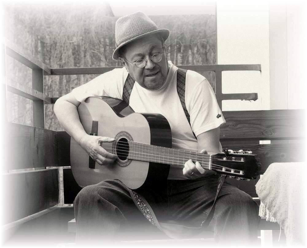 Der Olle Bock... Gitarrespielen will er noch lernen....