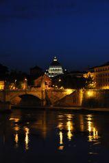 Der Petersdom bei Nacht