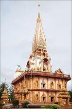 . . . der phramahathat-chedi vom wat chalong . . .