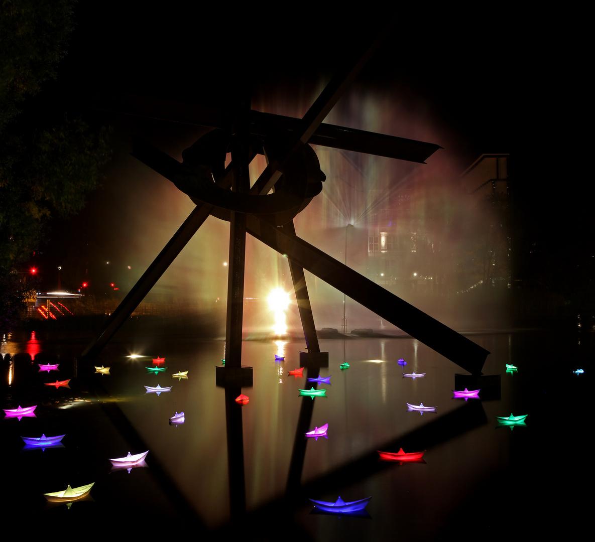 Der Pianosee am Potsdamer Platz - 2013 mit Leuchtschiffchen
