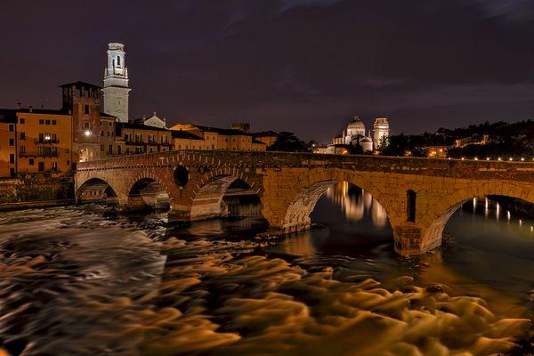 Der Ponte Pietra in Verona
