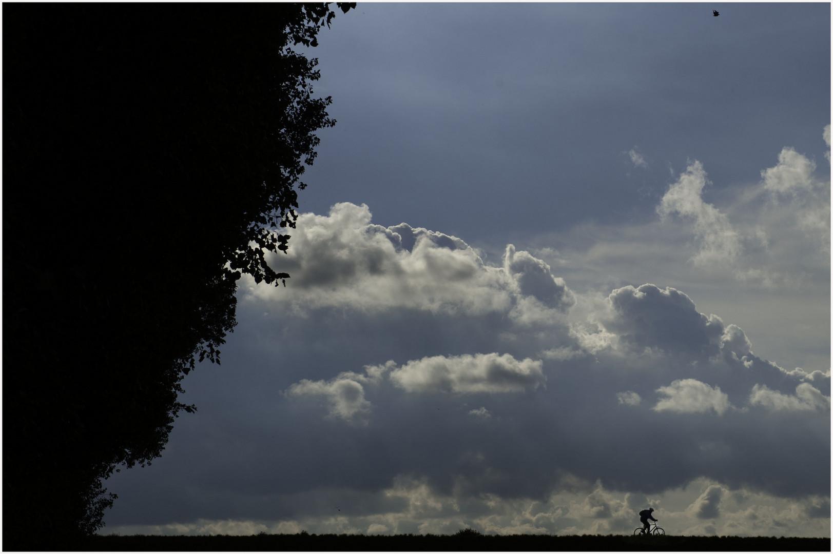 Der Radler und die Wolken