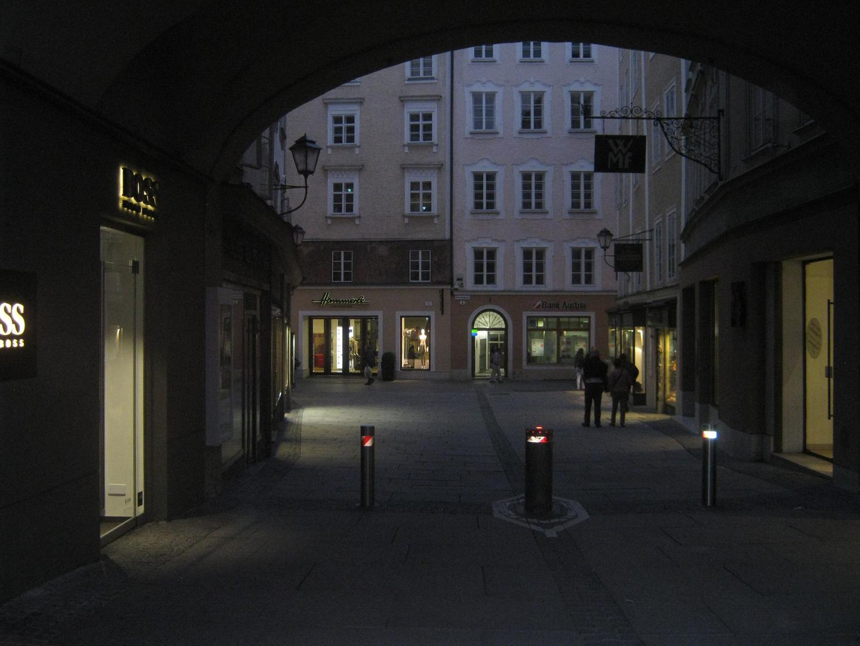 Der Rathausplatz ..