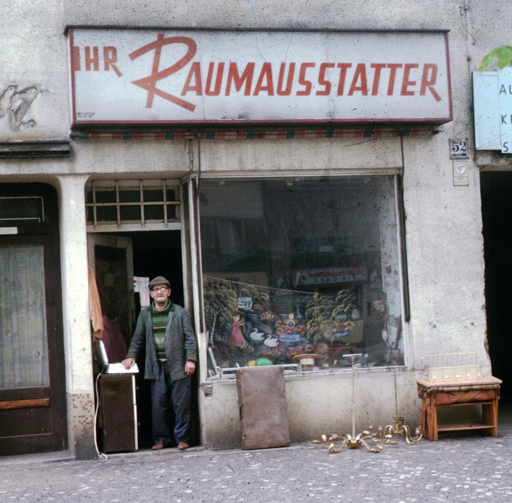 Raumausstatter  Der Raumausstatter Foto & Bild | erwachsene, menschen bei der ...