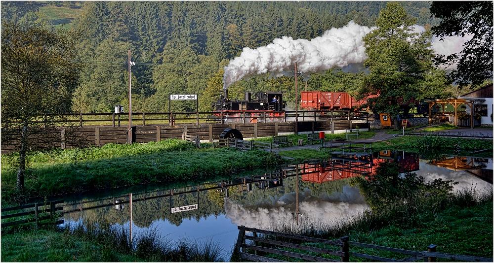 Der restliche Eisenbahn(fotografen)himmel im Forellenteich ......