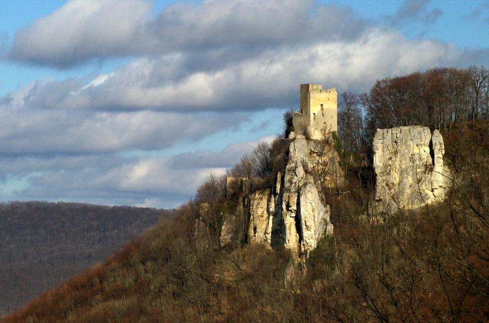 Der Reußenstein mit der Burgruine Reußenstein