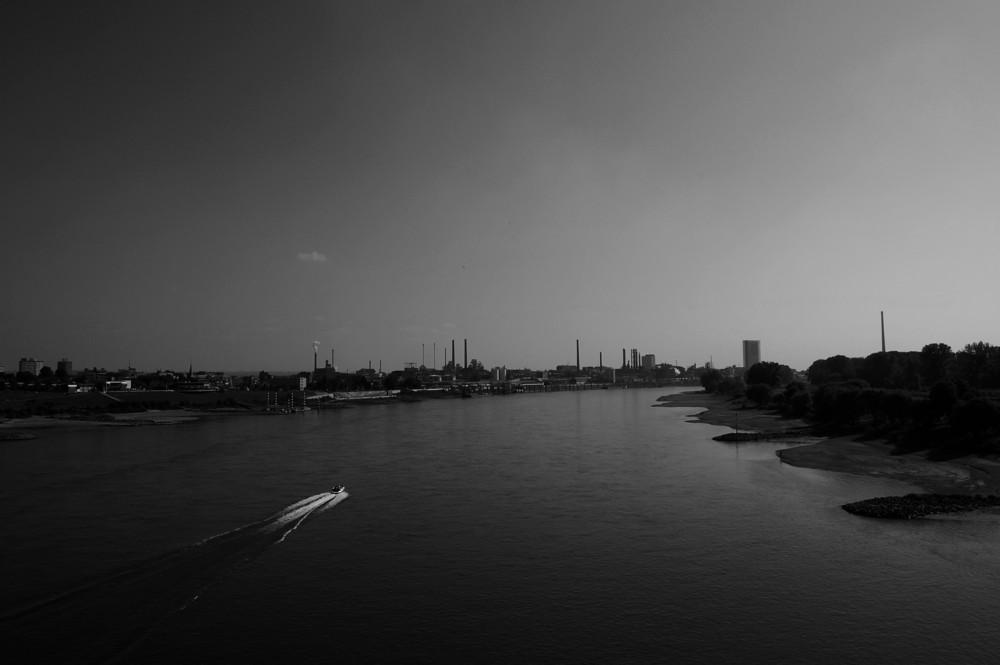 Der Rhein in Leverkusen