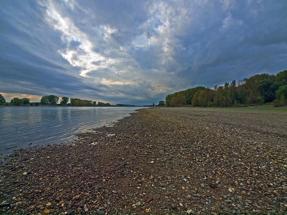 Der Rhein macht sich dünne
