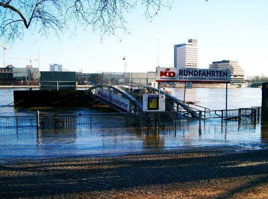 Der Rhein schwappt über 2