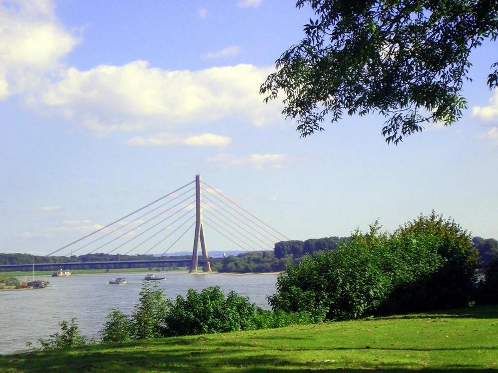der Rheinbogen bei Neuss-Grimlinghausen