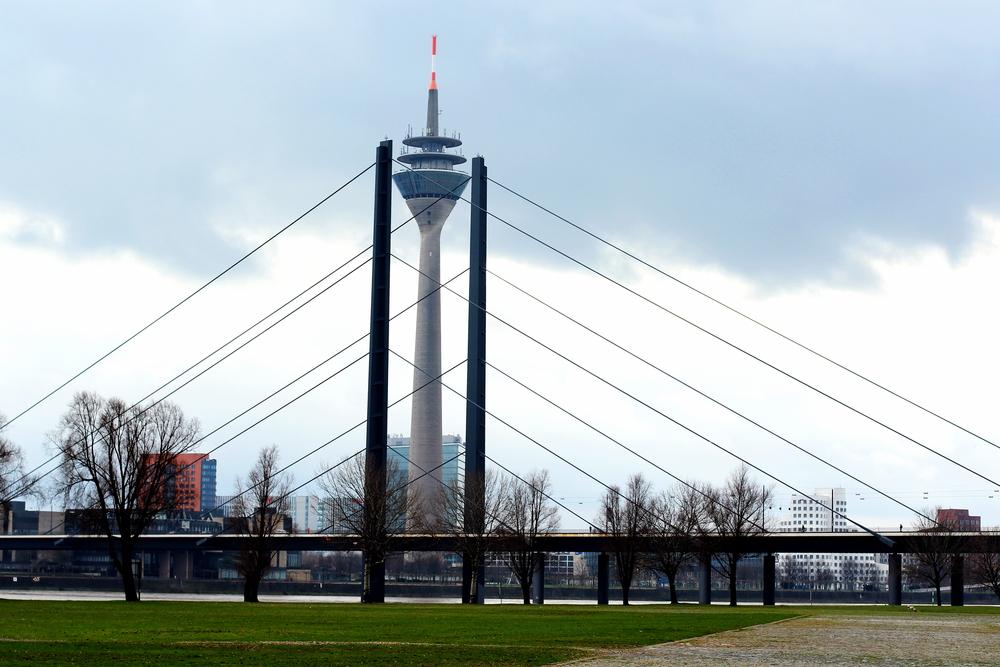 Der Rheinturm mit Stütze
