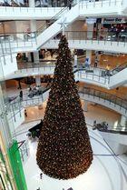Der riesige Weihnachtsbaum im World Trade Center in Bangkok
