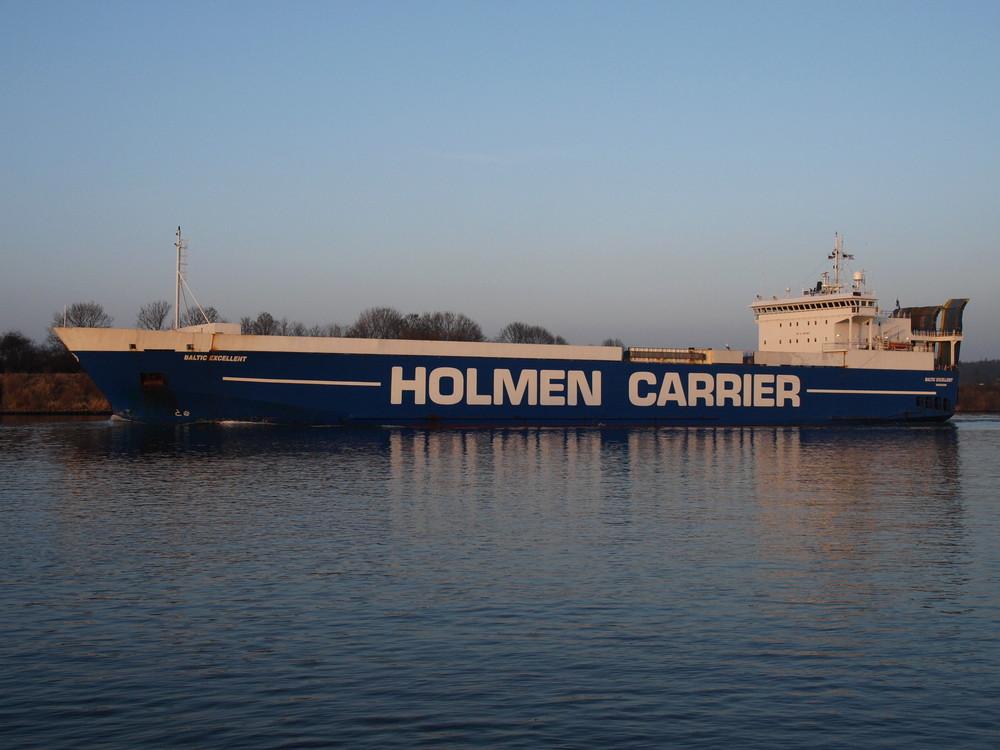 Der RO RO Frachter BALTIC EXCELENT auf dem Nord-Ostsee-Kanal.