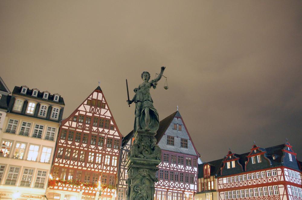 der Römer in Frankfurt....wirkt bedrohlich!