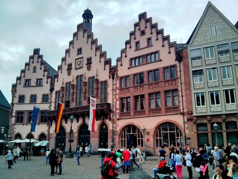 Der Römer ist Frankfurts Rathaus und ein Wahrzeichen der Stadt